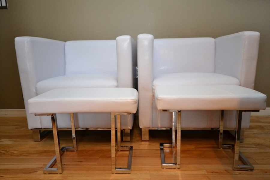 2 White Pleather Chairs With Ottomans Monarkey Home Staging Photogr